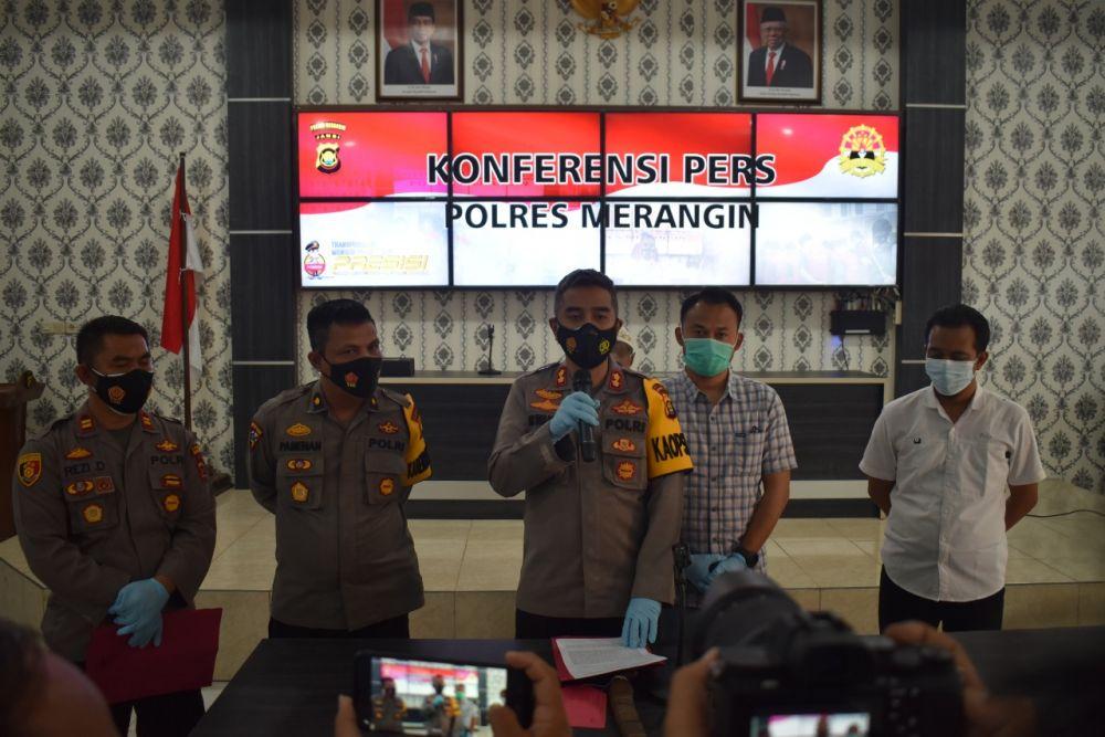 Kapolres Merangin AKBP Irwan Andy Purnamawan, S.I.K saat menggelar konferensi pers. Sabtu (12/6/2021)
