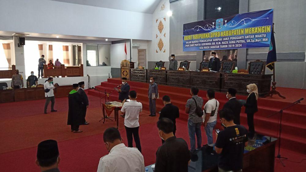 Prosesi pengambilan sumpah/janji jabatan anggota DPRD Merangin Pengganti Antar Waktu yang dipimpin H Zaidan, S.Hi