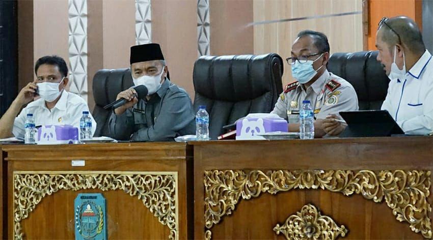 Pj Sekda Merangin Muktamar Hamdi saat memimpin jalannya rapat