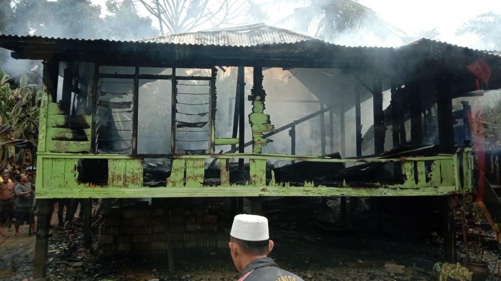 Rumah Ramoini, di Mampun Kecamatan Tabir yang dilahap sejago merah