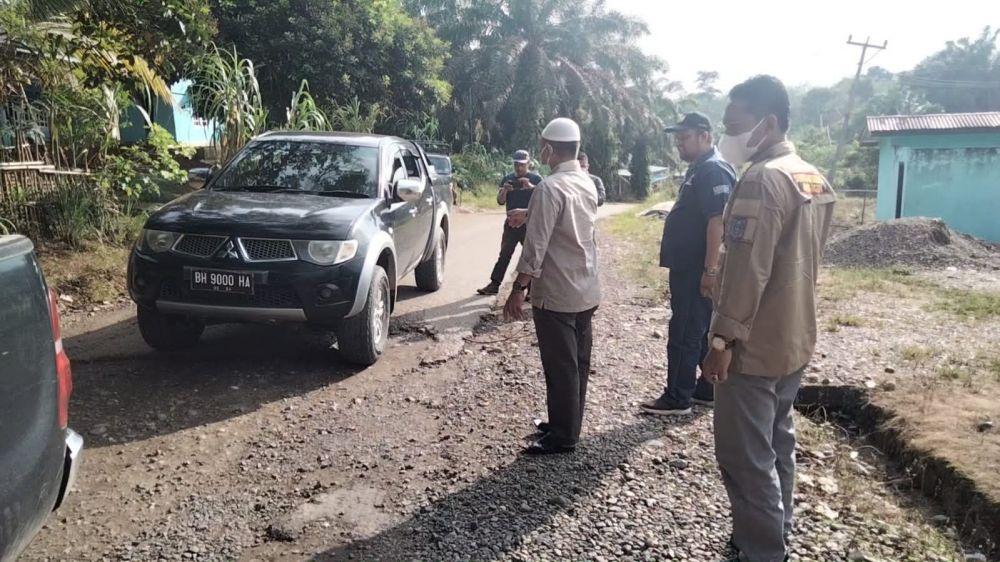 Bupati Merangin H Mashuri pantau kondisi jalan simpang seling