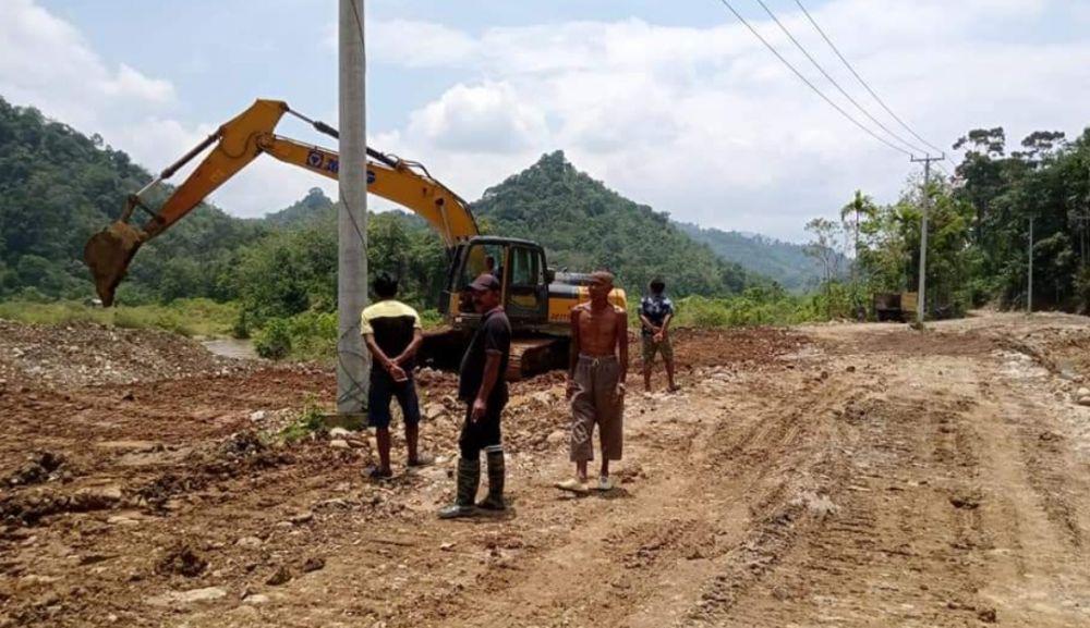 Kondisi Jalan di Desa Kibul yang sudah diperbaiki warga, Sumber Poto: Fb Beni Rustandi